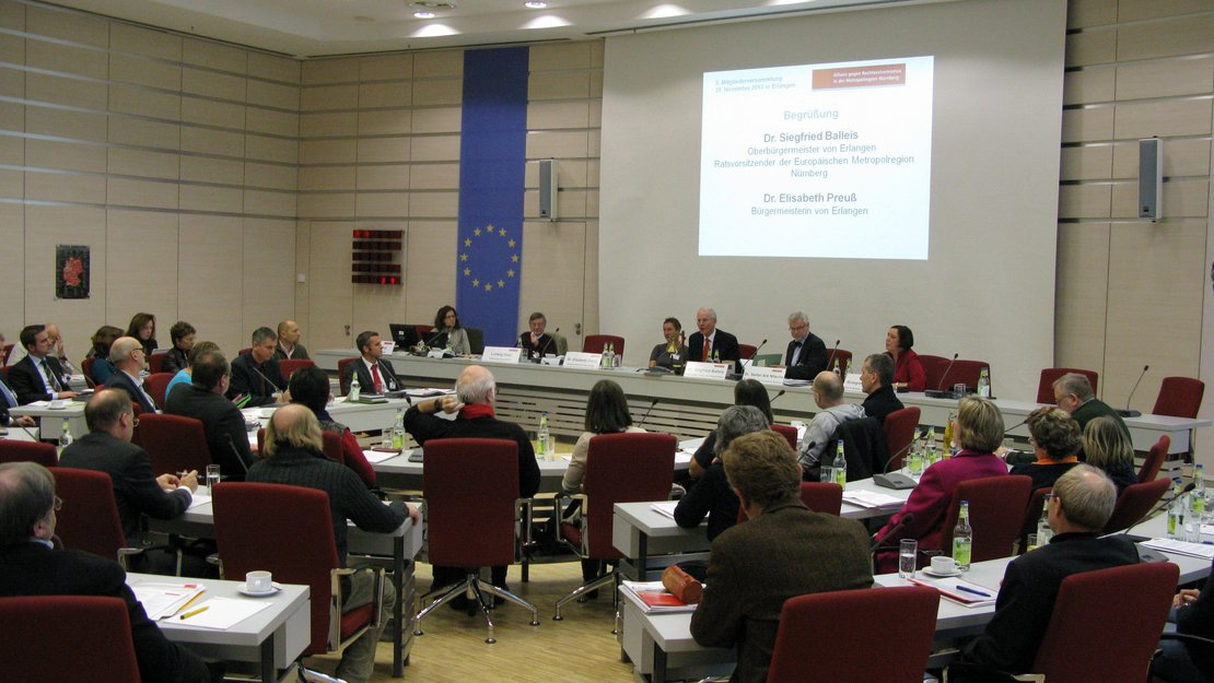 plenum-podium2_mv-2013_gross